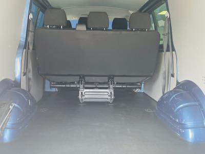 Volkswagen Transporter 2.0 TDi Highline Kombi 6 SEAT